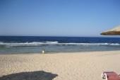 Pohľad z pláže na vstup do mora
