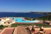 Výhled z pokoje na bazény a moře