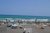Pohled z horního stupínku u pláže