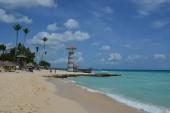 Hotelová pláž s barem