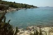 moře na protější straně ostrova