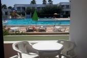 Výhled z apartmanu na bazén