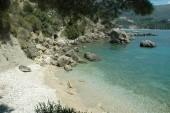 Divoká pláž pod klášterem