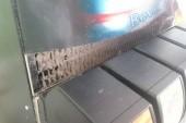 prach v automatu na nápoje