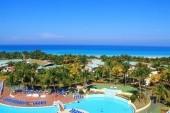 Hotelový komplex a pláž