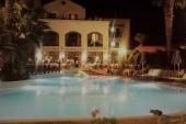 Hotel Samaina Inn večer