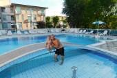 U hotelového bazénu :-)