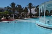 Bazén u bungalovů