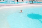 bazen měl přístup jako pláž super:-)
