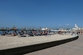 pláž cca 100m od hotelu