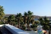 Pláž z terasy nad barem