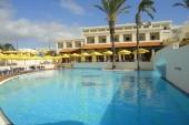 bazén s morskou vodou pri hoteli