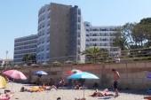 Pohled na hotel z pláže