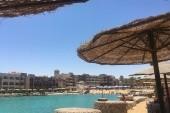 Pláž u hotelu Sunny Days