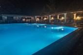 Noční pohled na bazén