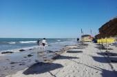 pláž hotelu odpoledne