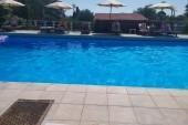 Hotelový bazén (menší) u vedlejšího ubytování (tam, kde jsme byly my)