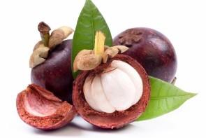 Místní ovoce mangostan