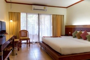 Lanta Casuarina Beach Resort