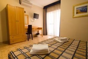 Mavina & Apartments