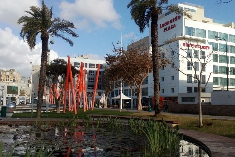 Leonardo Plaza (Netanya)