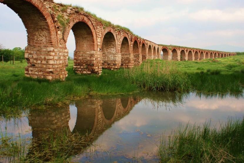 Římský akvadukt nedaleko Skopje