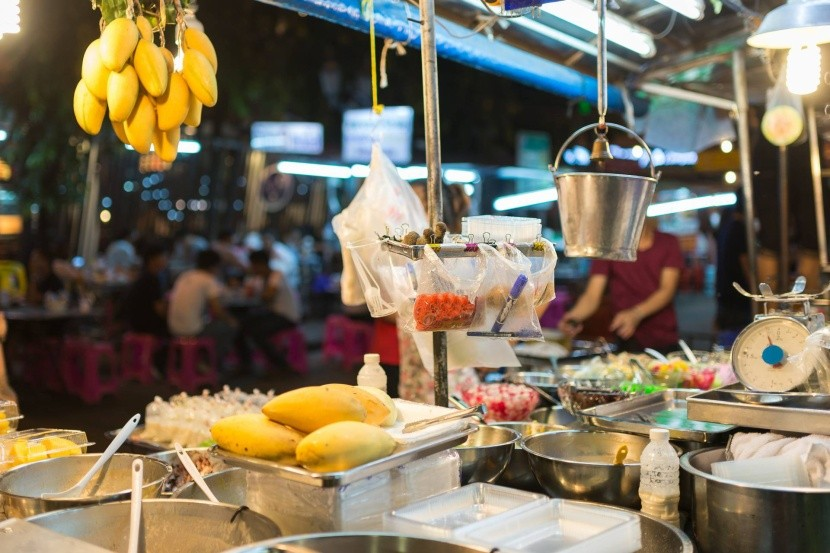 Pouliční kuchyně v Thajsku