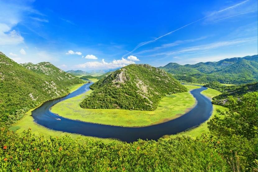 Řeka Crnojevica nedaleko Skadarského jezera