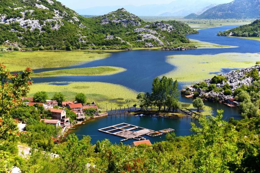 Vesnice Karuc u Skadarského jezera