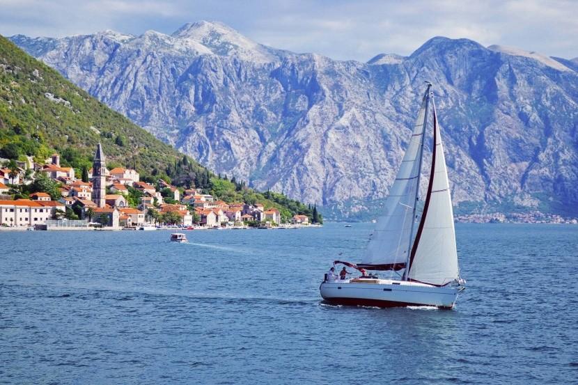 Jachting v zálivu Kotor (Boka Kotorska)