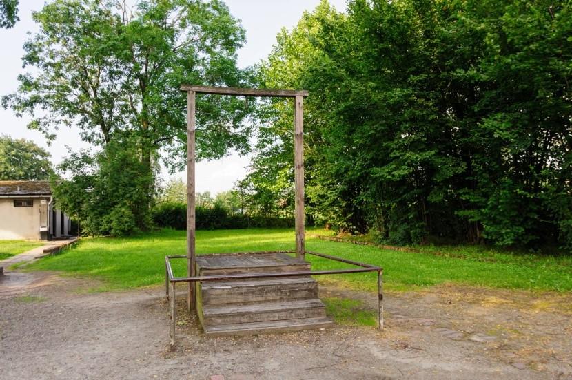 Šibenice, kde byl popraven Rudolf Höss