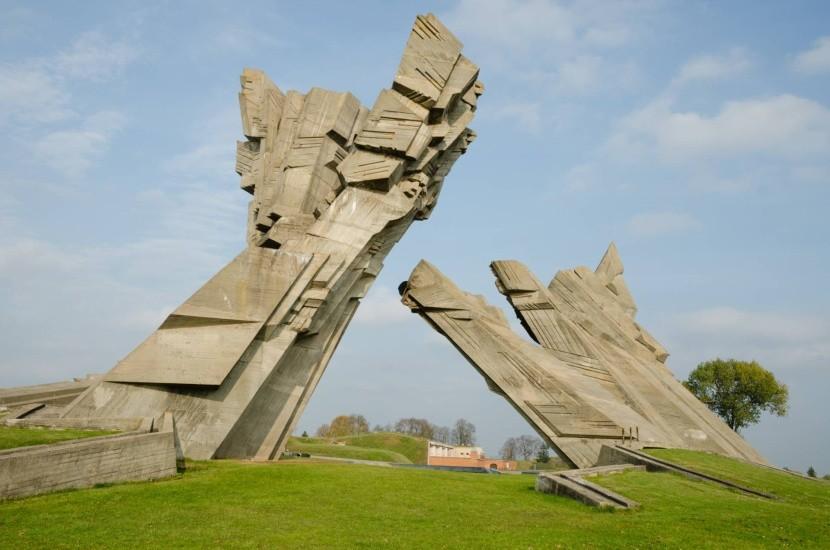 Památník u Deváté pevnosti