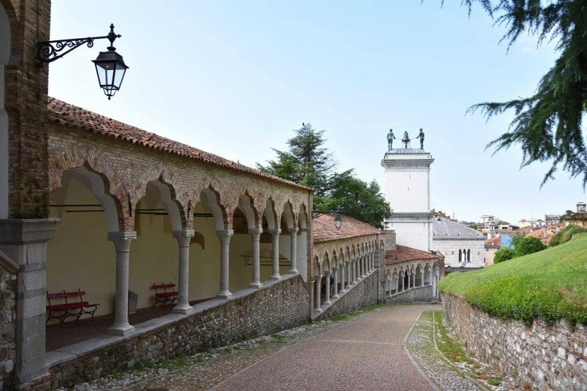Cesta z hradu