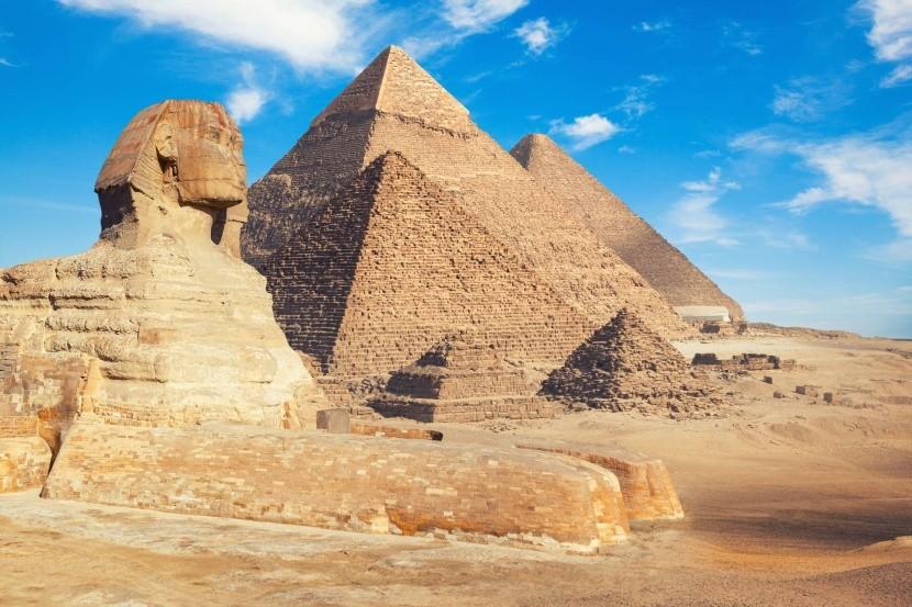 Pyramidy a sfinga
