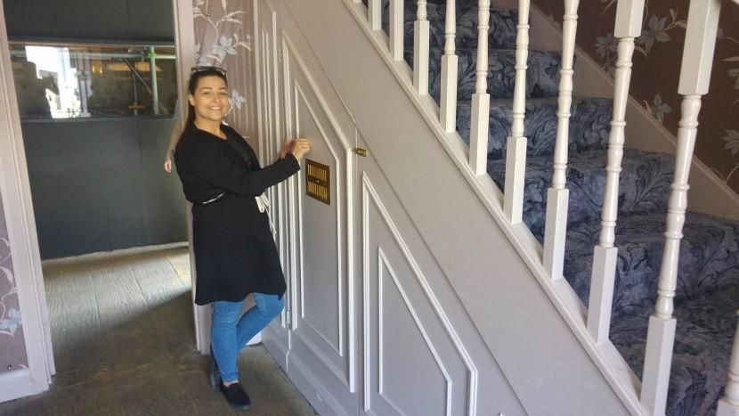 Harryho pokoj pod schodištěm