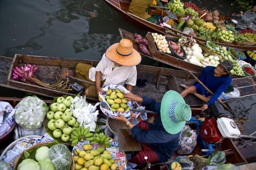 Místní ženy v kloboucích