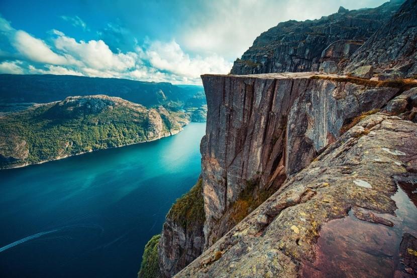 Útes Preikestolen nad Lysefjordem