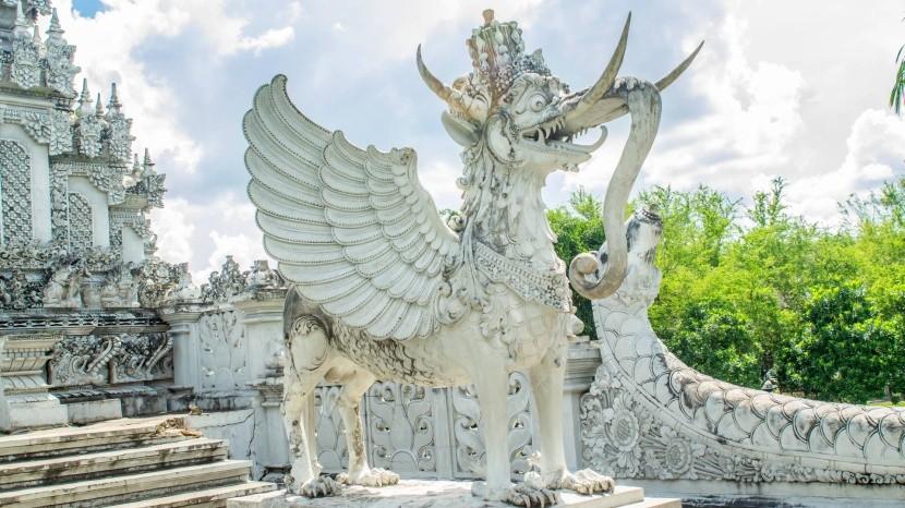 Hinduistická socha v Tenggarongu