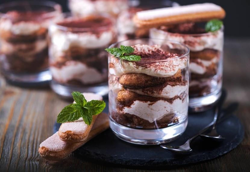 Připravte si tiramisu do skleněných pohárků