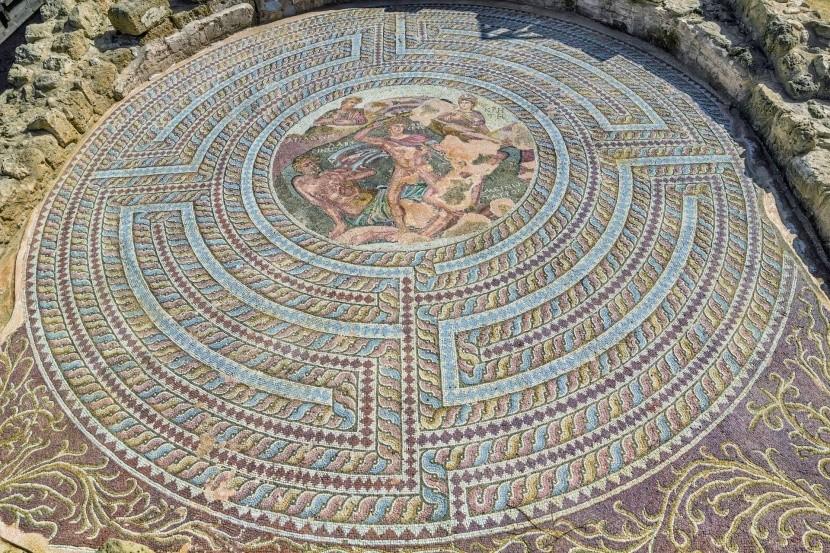Jedna z překrásných mozaik v Pafosu