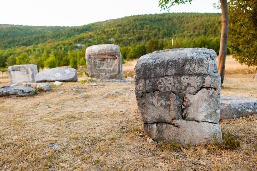 Stećci – středověké náhrobní kameny