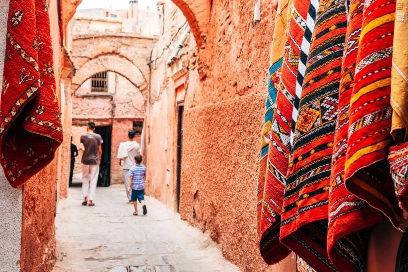 Ulička v Marrakéši