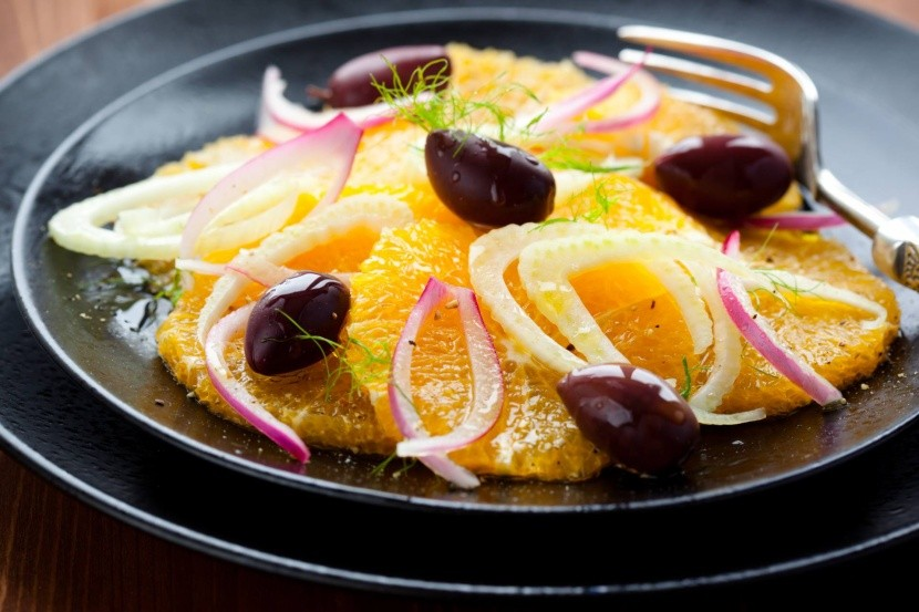 Egyptský pomerančový salát s olivami