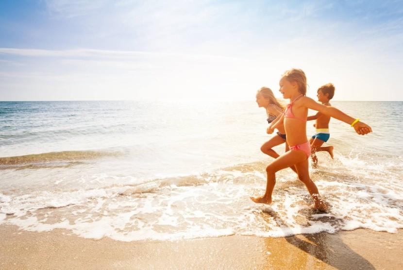 Slunečné pobřeží je ideální pro děti