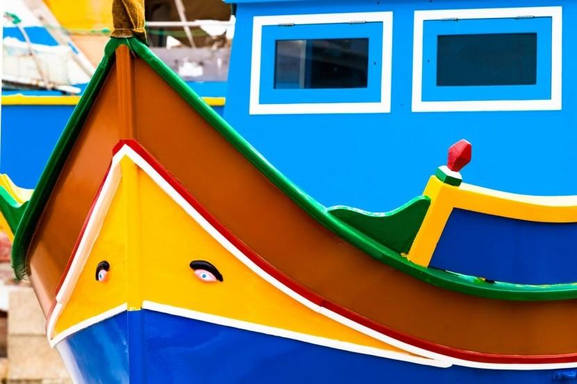 Rybářská loďka luzzu