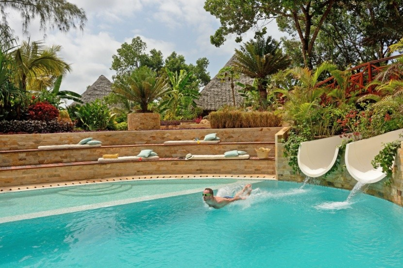 Tulia Zanzibar - bazén se skluzavkami