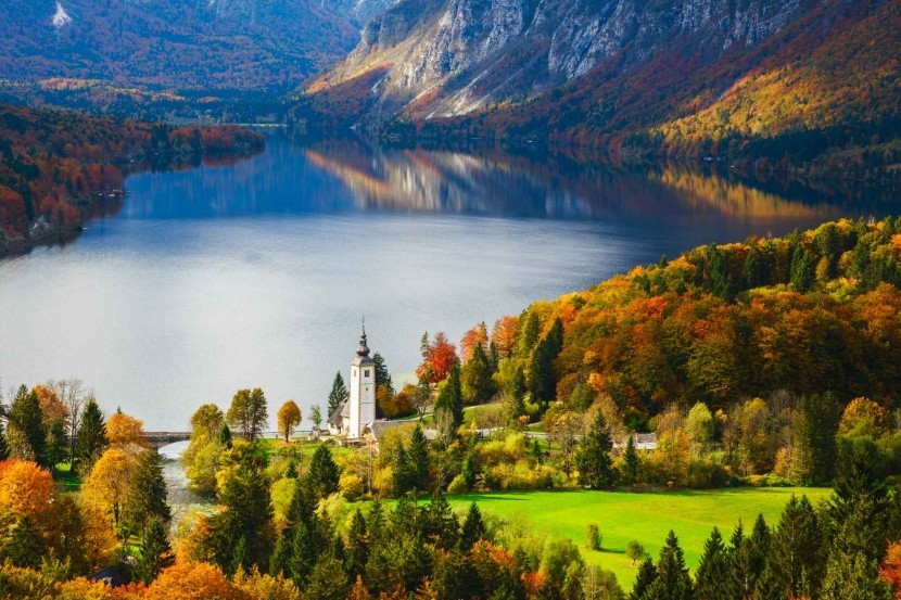 Jezero Bohinj na podzim