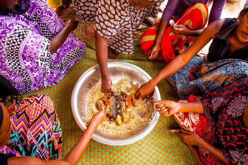 Tradiční senegalské stolování