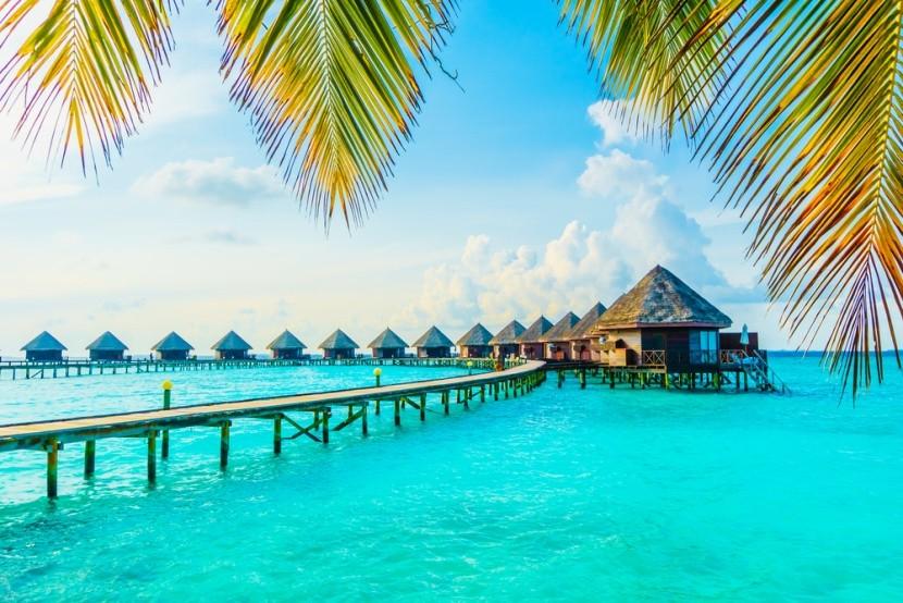 Azurové moře na Maledivách
