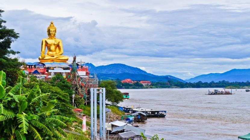Zlatý Buddha na březích Mekongu